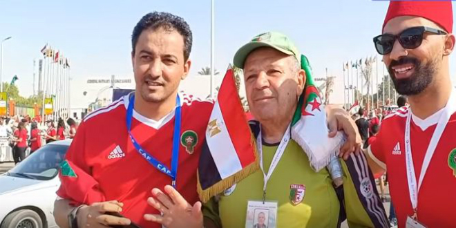 """صورة مواطن جزائري يكشف عن الفريق المغربي المحبب إليه ويتحدث عن حظوظ """"الأسود"""" في الـ""""كان"""""""