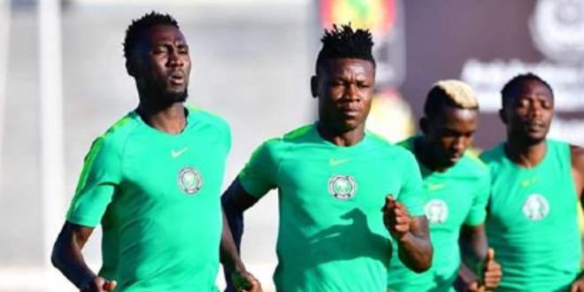 صورة بعد إصابته بنوبة قلبية..لاعب نيجيريا يعود للملعب