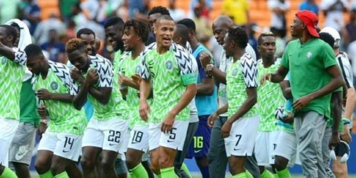 صورة اعتزال هداف منتخب نيجيريا دوليا