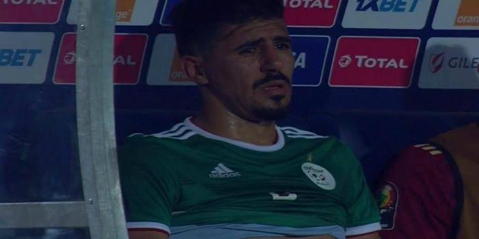 صورة مهاجم الجزائر يحكي بتأثر عن أسباب بكائه بعد التأهل