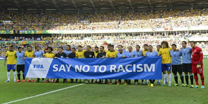 """صورة العنصرية تدفع الـ""""فيفا"""" لإصدار قانون جديد"""