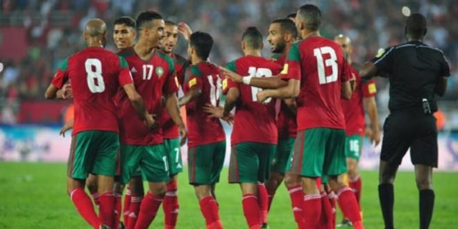 """صورة صورة-لاعب المنتخب المغربي يستمتع مع """"الشيخات"""""""