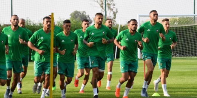 صورة لاعب المنتخب الوطني يهنئ الجزائر بالتتويج القاري