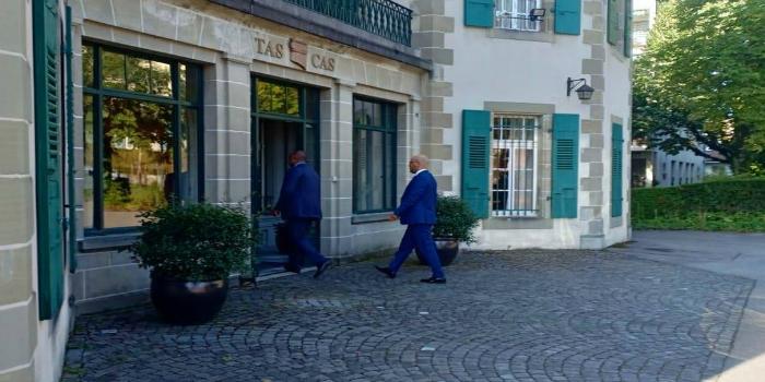 """صورة الناصري يصل إلى مقر محكمة """"الطاس"""" بلوزان- فيديو"""