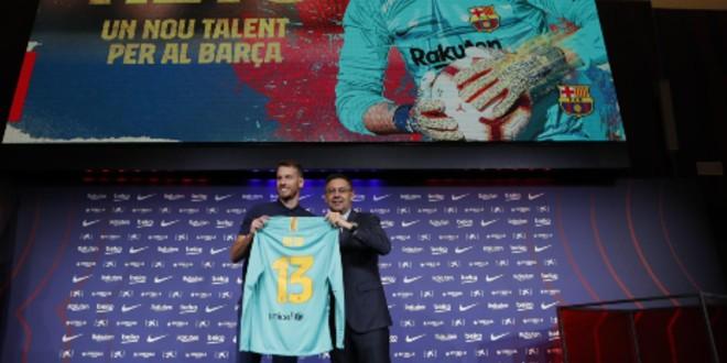 صورة برشلونة الإسباني يقدم حارسه الجديد