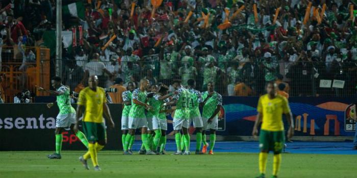 """صورة نيجيريا تجتاز جنوب إفريقيا في آخر الأنفاس وتعبر إلى المربع الذهبي لـ""""كان"""" مصر"""