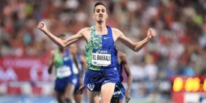 صورة رغم إصابته العداء المغربي سفيان البقالي يفوز بسباق 3000م موانع