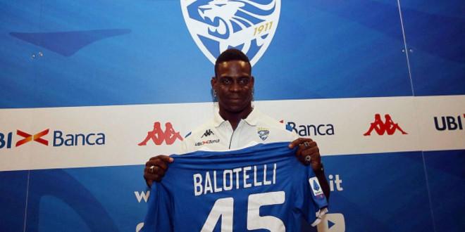 صورة بالوتيلي سعيد بالانتقال لفريقه الإيطالي الجديد