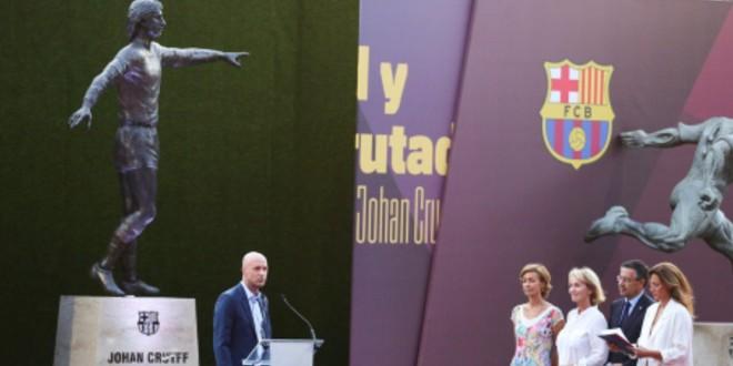 صورة برشلونة يكرم كرويف بتمثال داخل النادي