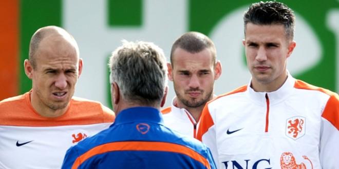 صورة رسمياً.. نجم الكرة الهولندية يعلن اعتزاله كرة القدم