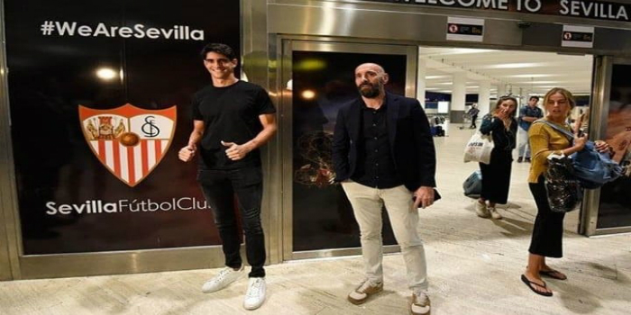 صورة بونو يصل إلى مقر نادي إشبيلية