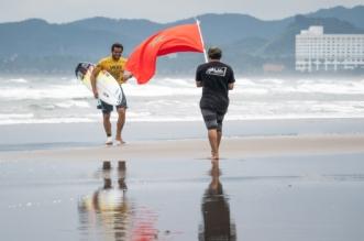 بطل مغربي في ركوب الأمواج يتأهل إلى أولمبياد طوكيو 2020
