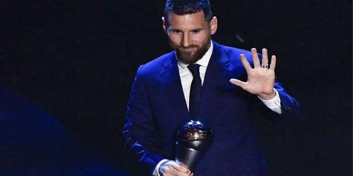 صورة ميسي سيحتفل بجائزة الأفضل في العالم مع جماهير برشلونة