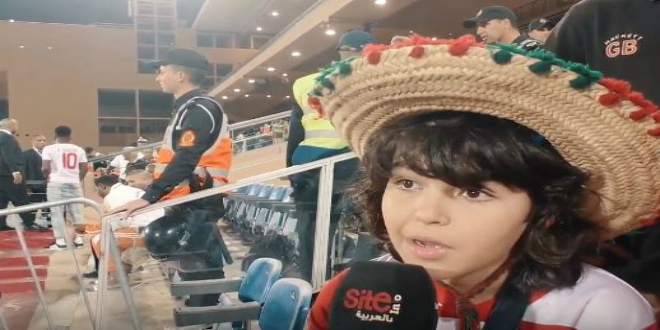صورة أصغر مشجع في إفريقيا يوجه نصائحه للاعبي المنتخب ووالده: خاصنا نزيدو نخدمو