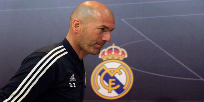 صورة زيدان يقترب من مغادرة ريال مدريد ومدرب إيطالي مرشح بقوة لخلافته