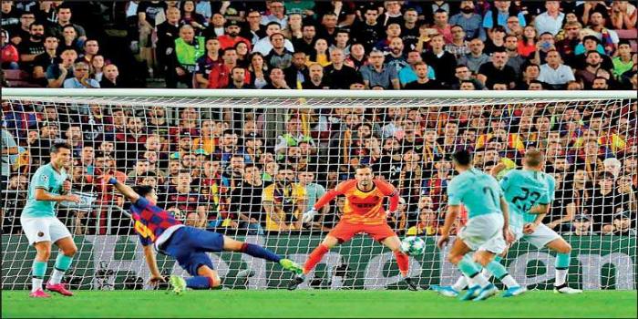 صورة هدف سواريز الأفضل في الجولة الثانية من دوري أبطال أوروبا