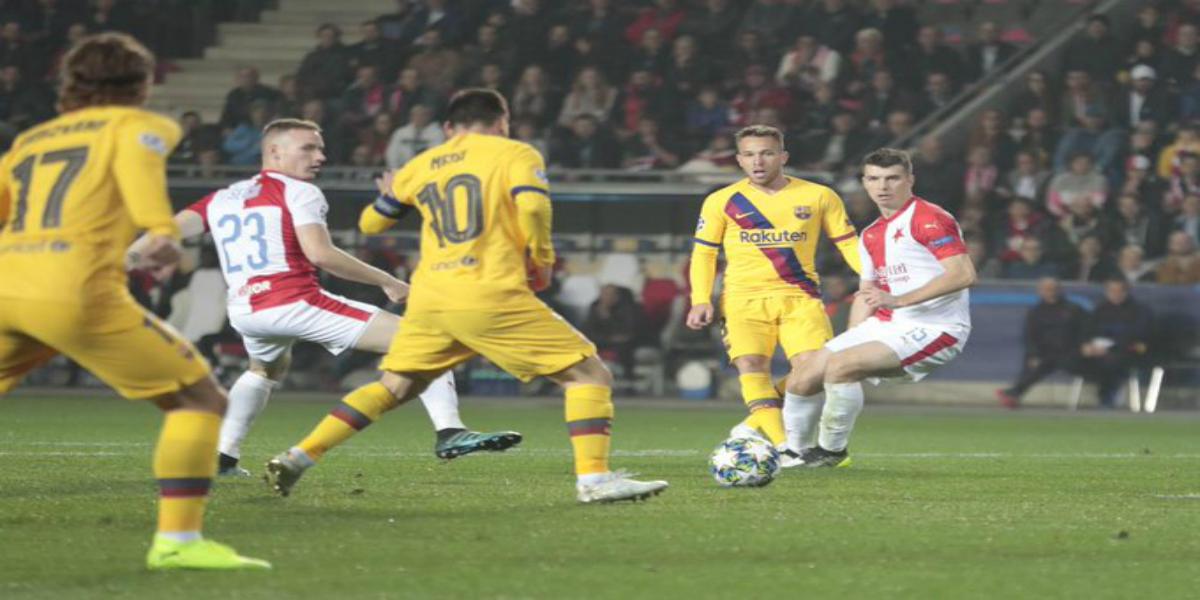 صورة مشادات كلامية بين لاعبي برشلونة بعد مباراة سلافيا براغ