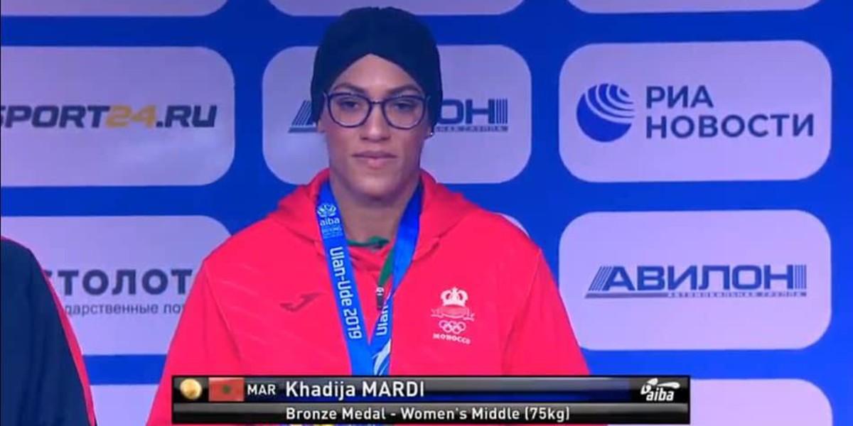 صورة خديجة المرضي تهدي المغرب ميدالية في بطولة العالم للملاكمة