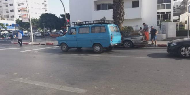 """صورة """"التبراح"""" للقاء حسنية أكادير وجمعية سلا بسيارة كبيرة تجوب شوارع المدينة"""