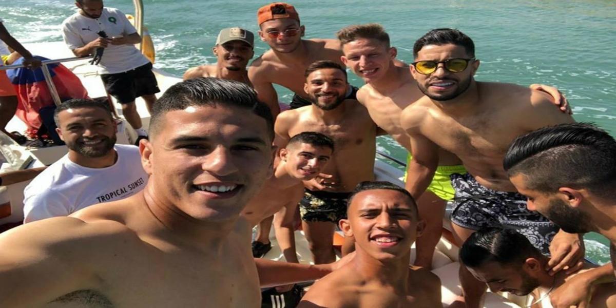 صورة صور نجوم المنتخب المحلي في شاطئ السعيدية تثير إعجاب أنصار الوداد والرجاء
