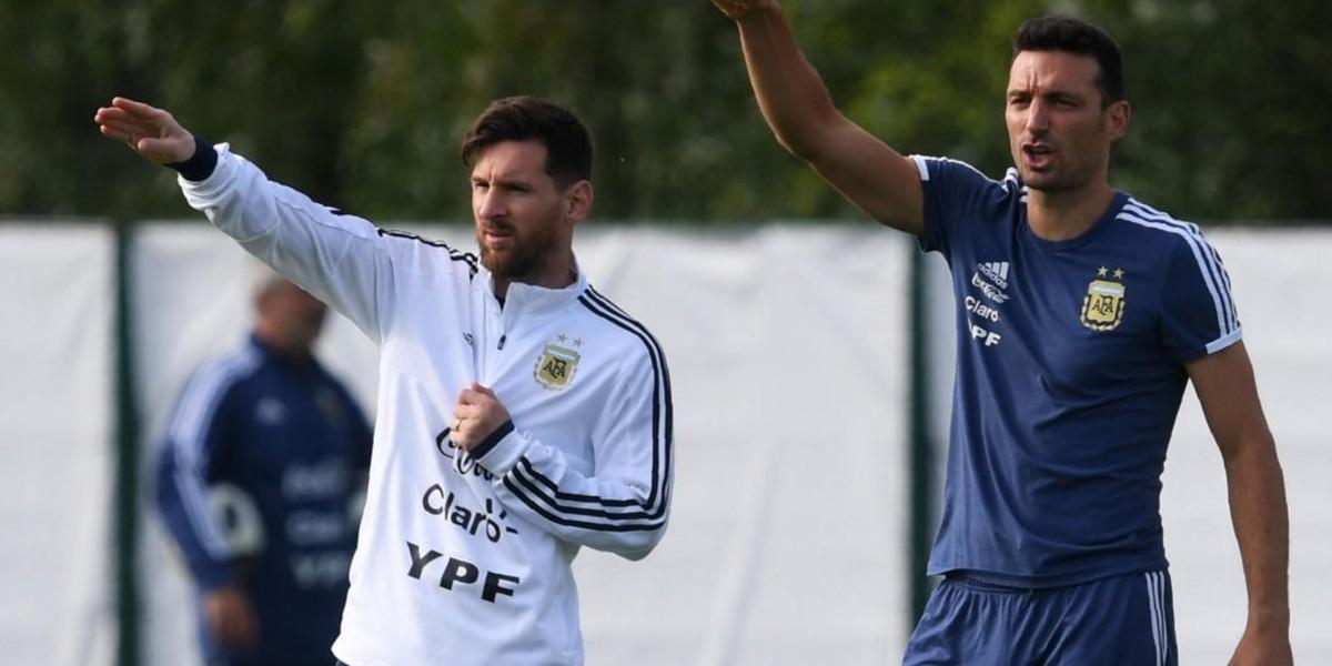 صورة مدرب الأرجنتين يحدد موعد عودة ميسي إلى المنتخب
