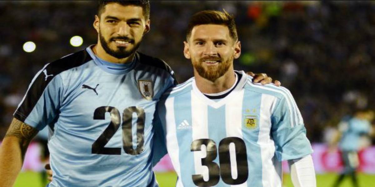 صورة ميسي وسواريز يعادلان رقم الظاهرة رونالدو
