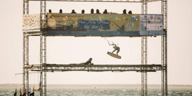صورة 100 متسابق يتنافسون على جائزة الأمير مولاي الحسن للتزحلق على الألواح الطائرة