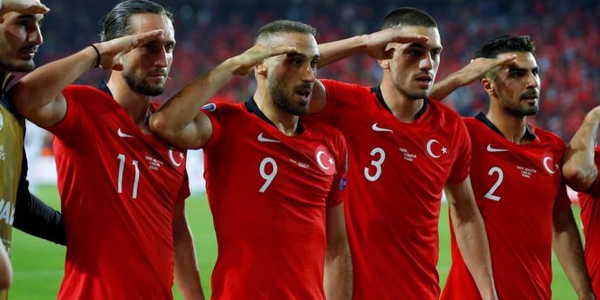 صورة لمن أدى لاعبو المنتخب التركي التحية العسكرية؟