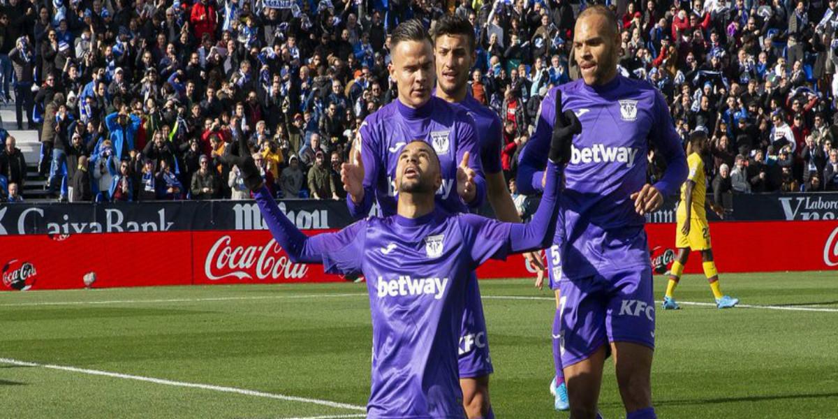 """صورة النصيري يسجل هدف """"عالمي"""" أمام برشلونة- فيديو"""