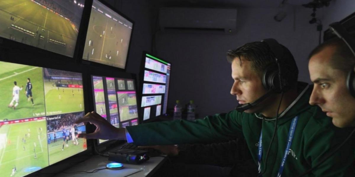 "Photo of الفيفا يحدث تعديلات جديدة على تقنية ""الفار"""