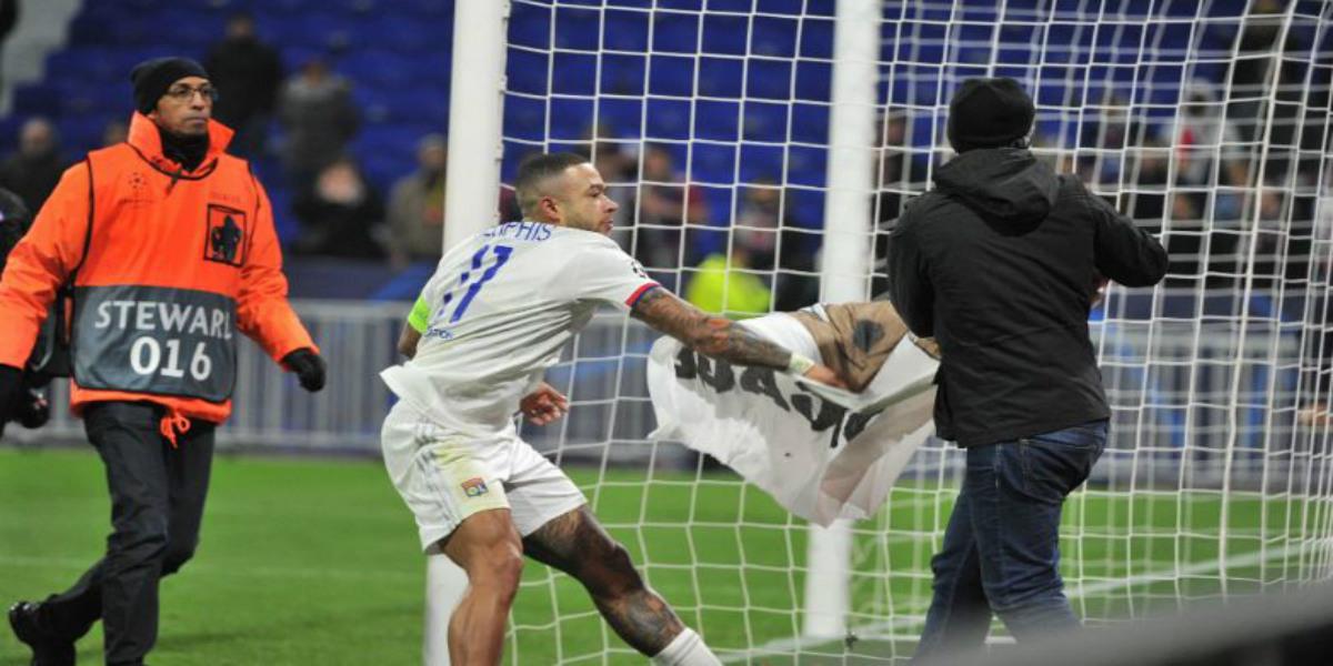 صورة ديباي يطلب من النادي اتخاذ إجراء بعد مشاحنات مع الجماهير