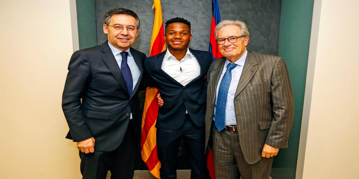 صورة رسميا.. برشلونة يُحسن عقد أنسو فاتي