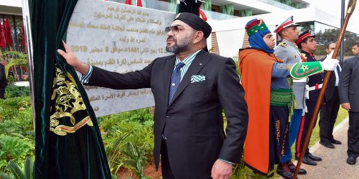 """صورة نجوم الكرة المغربية يتفاعلون مع إساءة قناة """"الشروق"""" الجزائرية للملك محمد السادس"""