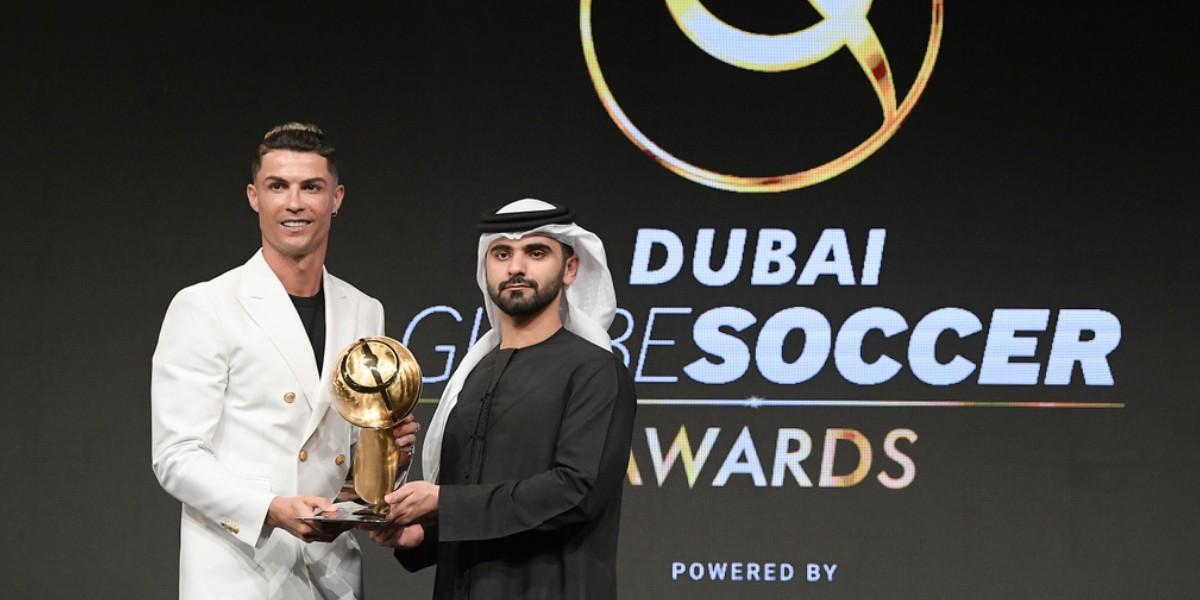 """Photo of رونالدو يفوز بجائزة """"غلوب سوكر"""" لأفضل لاعب في العالم"""