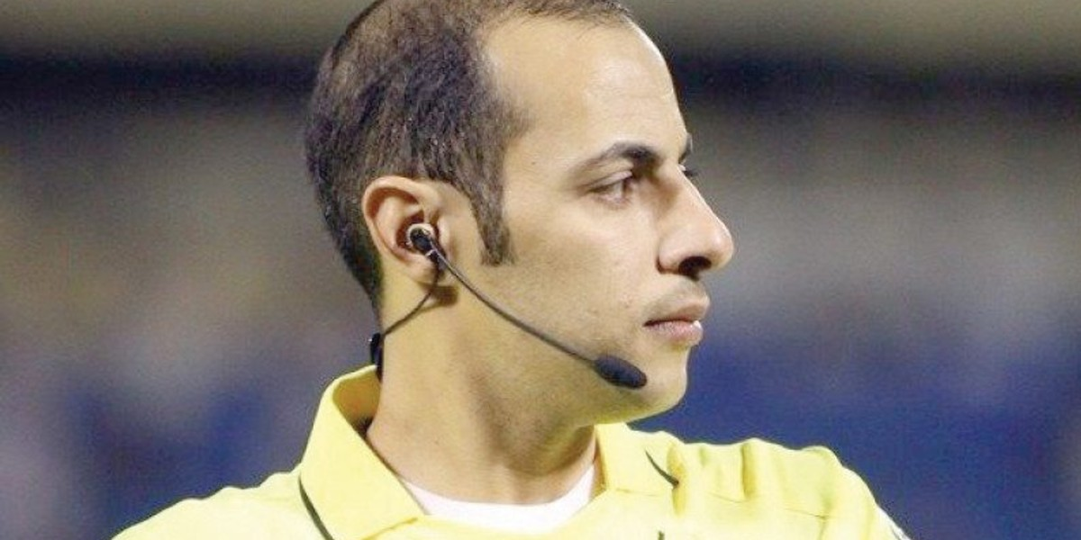 صورة حكم سعودي يثير جدلا كبيرا بسبب عنصريته تجاه لاعب غابوني