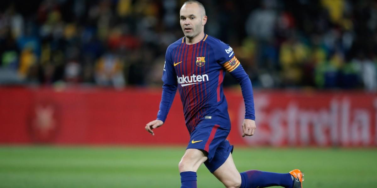 صورة إنييستا يحدد مرشحه الأمثل لتدريب برشلونة