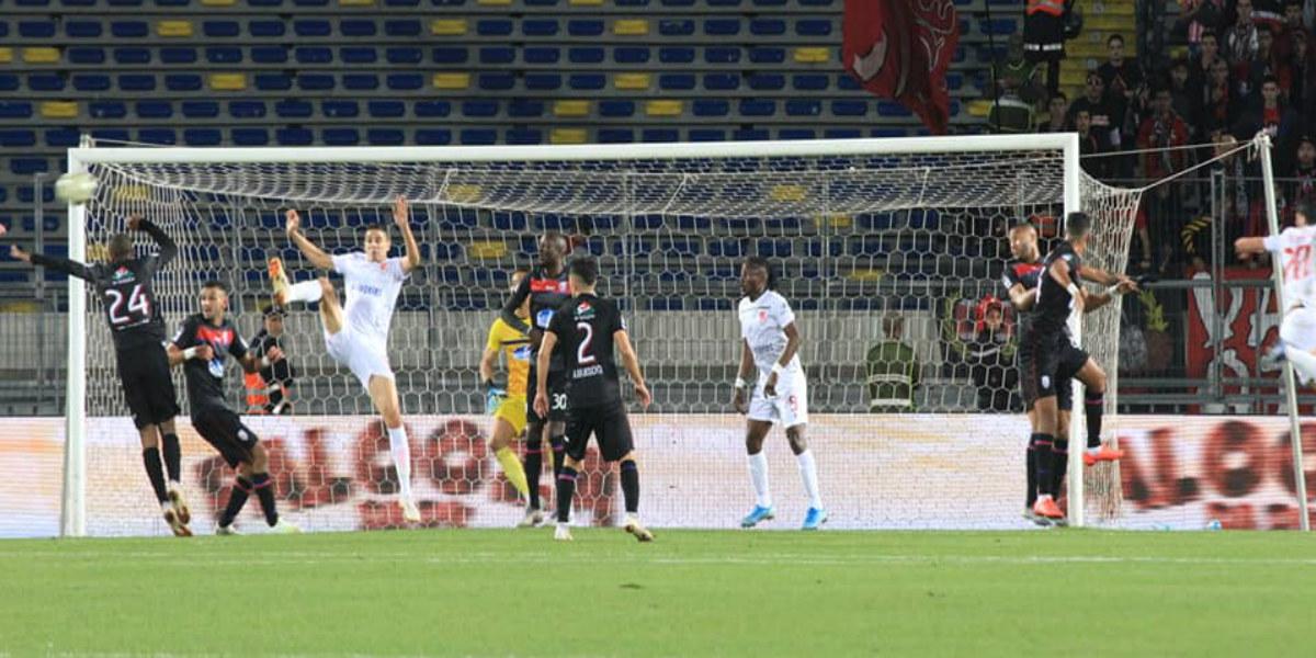 صورة هدفان في أول مباراة.. كازادي يقود الوداد للانتصار على المغرب التطواني