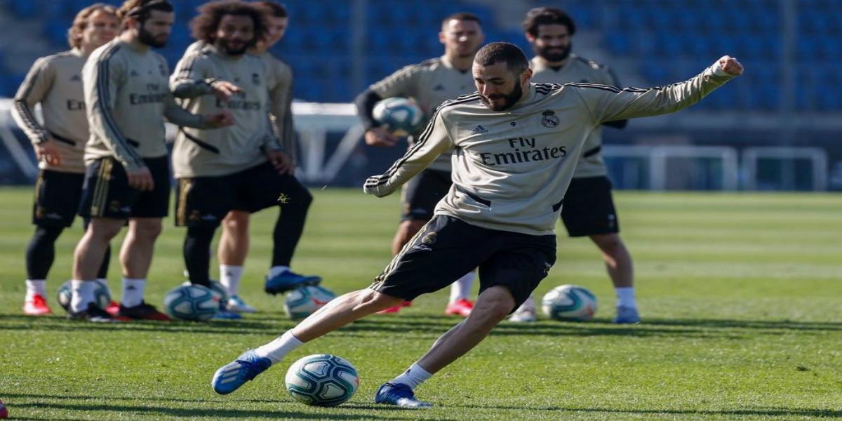 صورة بنزيما يحسم مصيره مع ريال مدريد