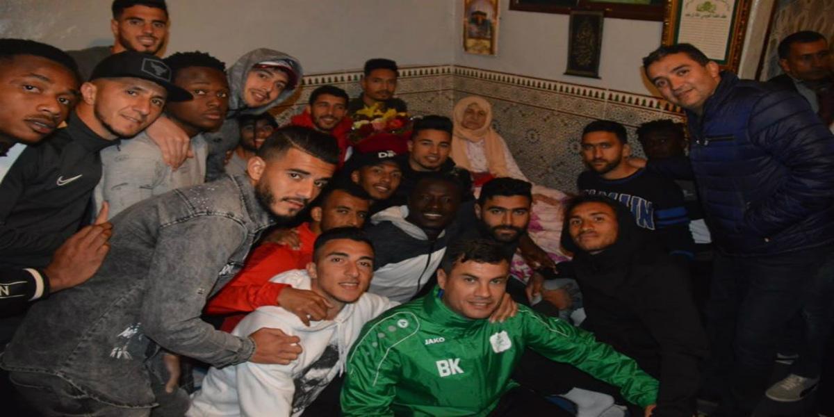صورة بادرة طيبة من الدفاع الحسني الجديدي تُجاء إحدى مشجعاته الوفيات