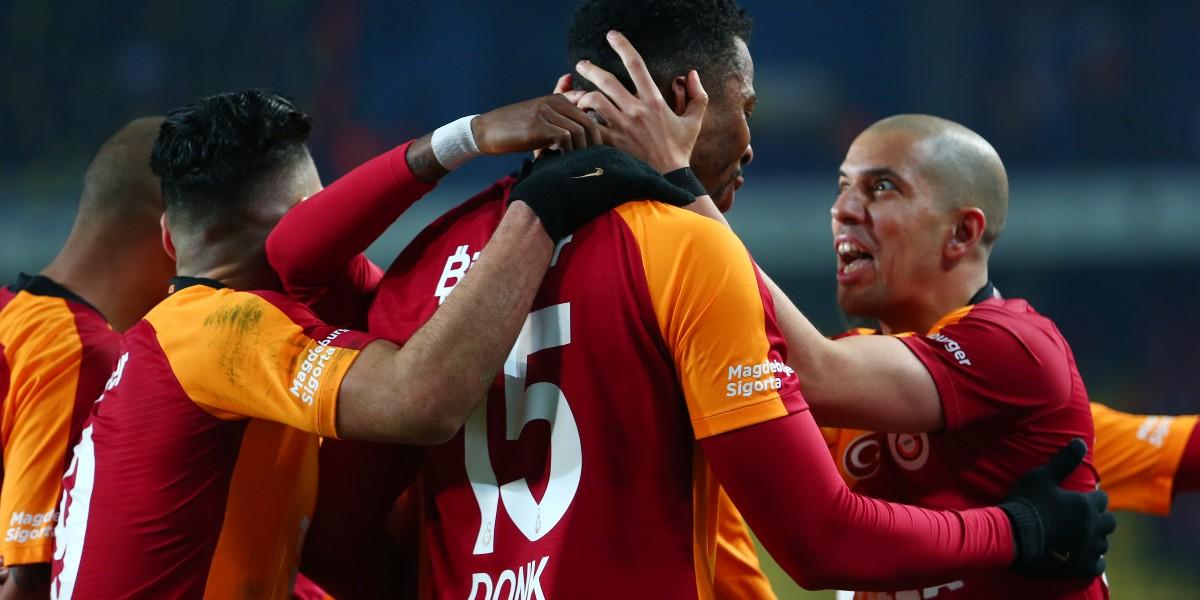 صورة درار ينهزم أمام بلهندة في ديربي تركيا والأخير يغادر المباراة مطرودا