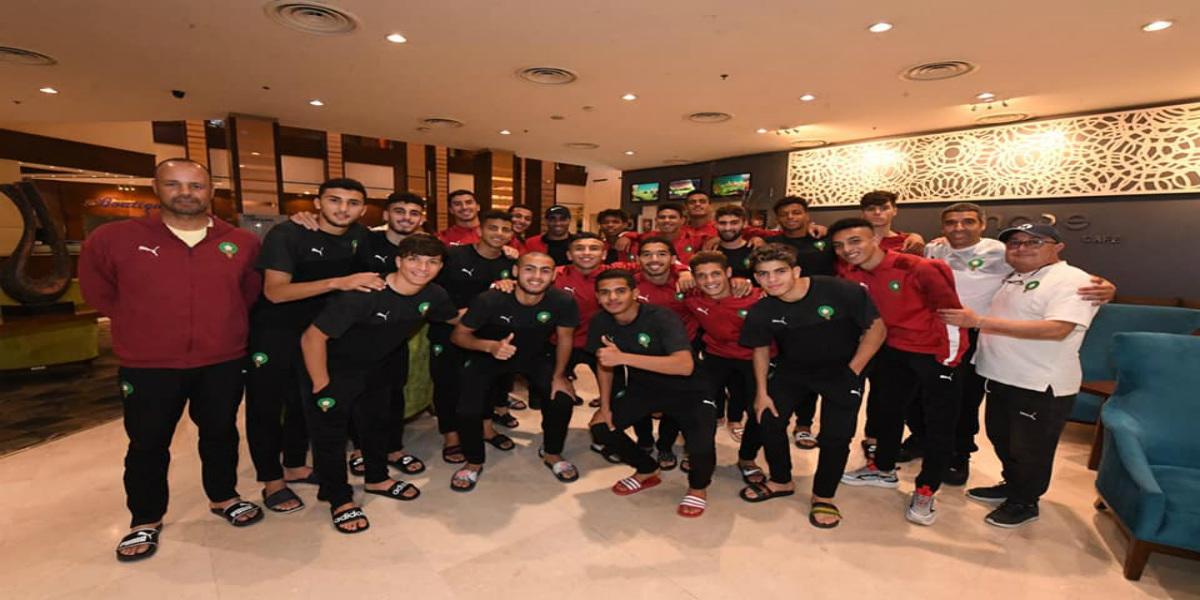 صورة حمد الله يزور مقر إقامة المنتخب الوطني لأقل من 20 سنة