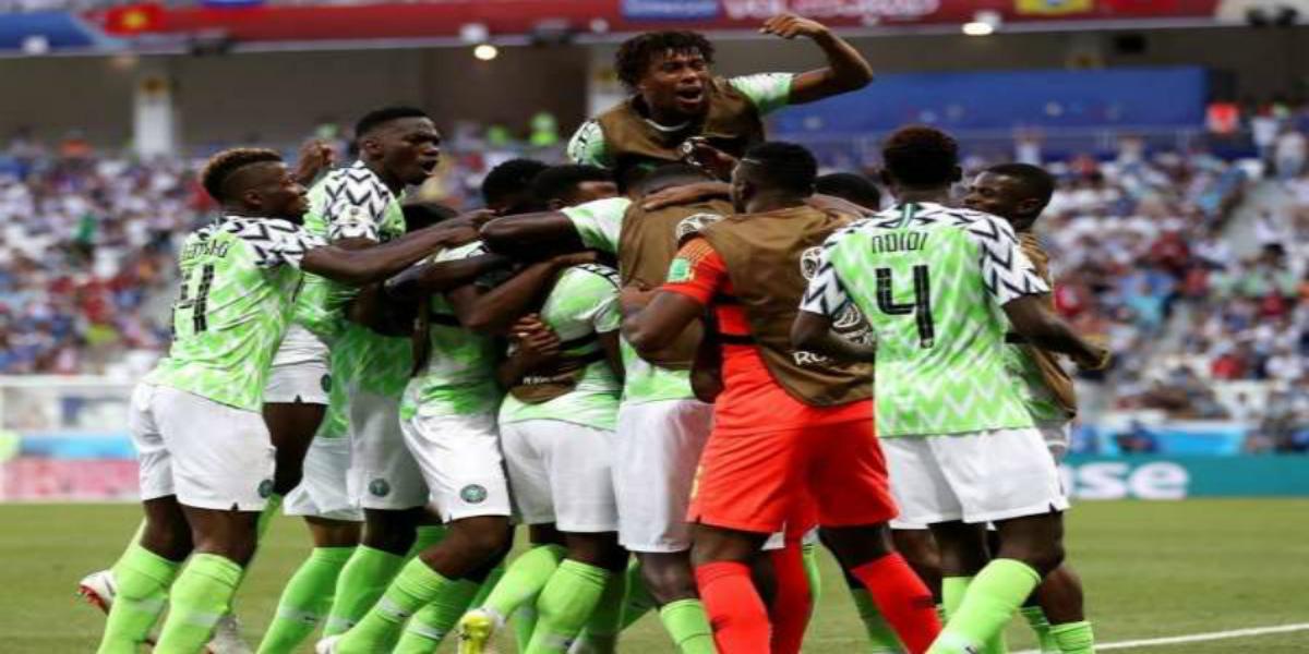 صورة رسميا.. نجم المنتخب النيجيري ينتقل إلى مانشستر يونايتد