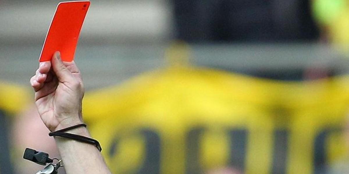 صورة إيقاف لاعب فرنسي مدة خمس سنوات بسبب عض خصمه في مكان حساس