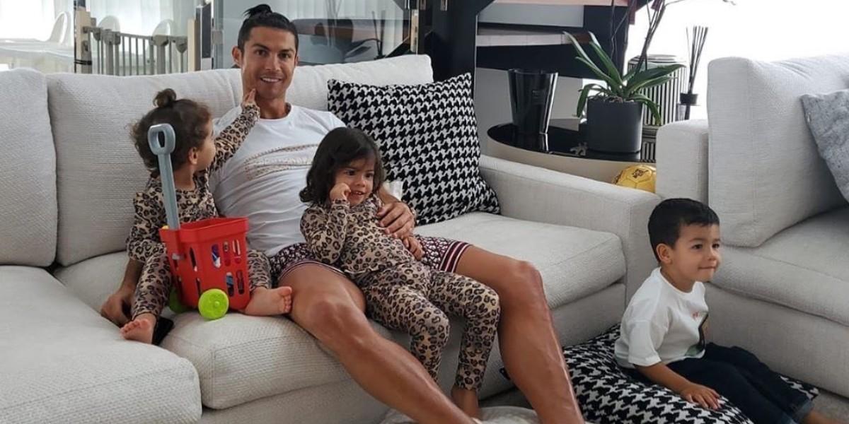 Photo of رونالدو يوجه رسالة جديدة لمتابعيه ويطالبهم بالبقاء في منازلهم