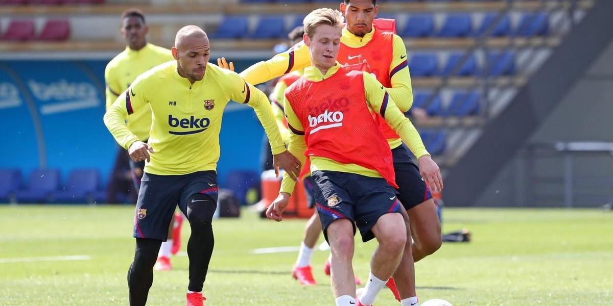 """صورة """"كورونا"""" يرسل نجم برشلونة إلى مدريد"""
