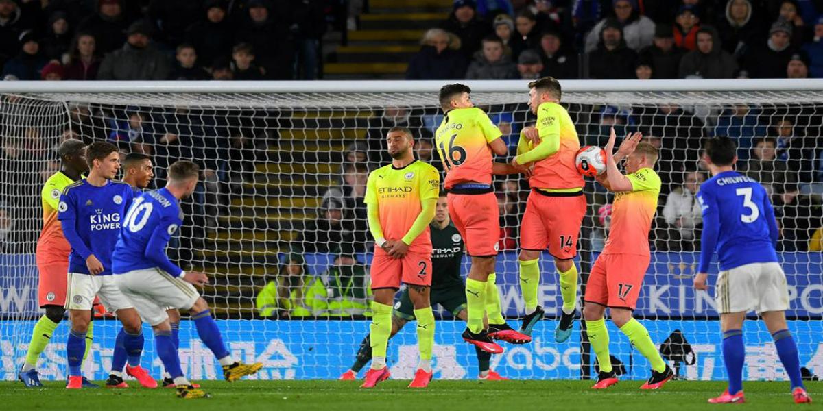 صورة مدرب نادي إنجليزي بارز يُعلن خضوع ثلاثة لاعبين للحجر الصحي
