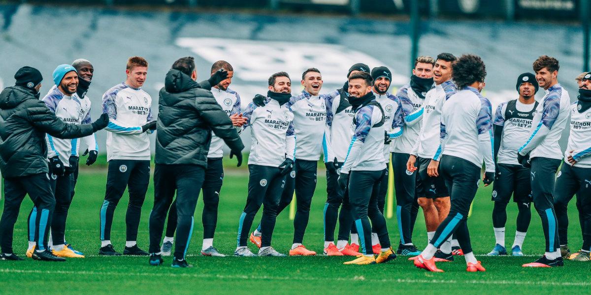 صورة غوارديولا يعلن انتقال لاعب مانشستر سيتي إلى برشلونة