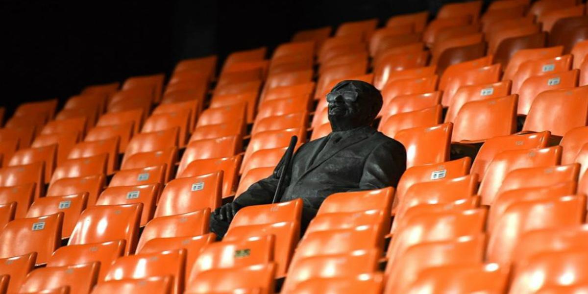 """صورة بعد غياب الجماهير بسبب """"كورونا"""".. مُشجع فالنسيا الوفي وحيدا في المدرجات"""