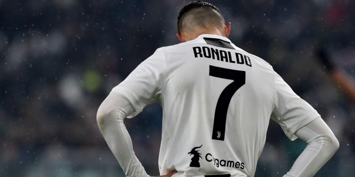 صورة يوفنتوس ينتظر موافقة رونالدو لتخفيض رواتب اللاعبين
