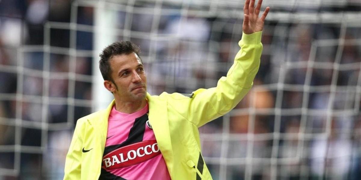 صورة أسطورة الكرة الإيطالية يختار أفضل 4 لاعبين في العالم